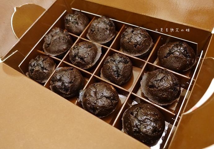 9 老胡賣點心 蜂蜜抹茶蛋糕捲 蜂蜜蛋糕捲 一口乳酪球 火腿乳酪球 一口巧克力