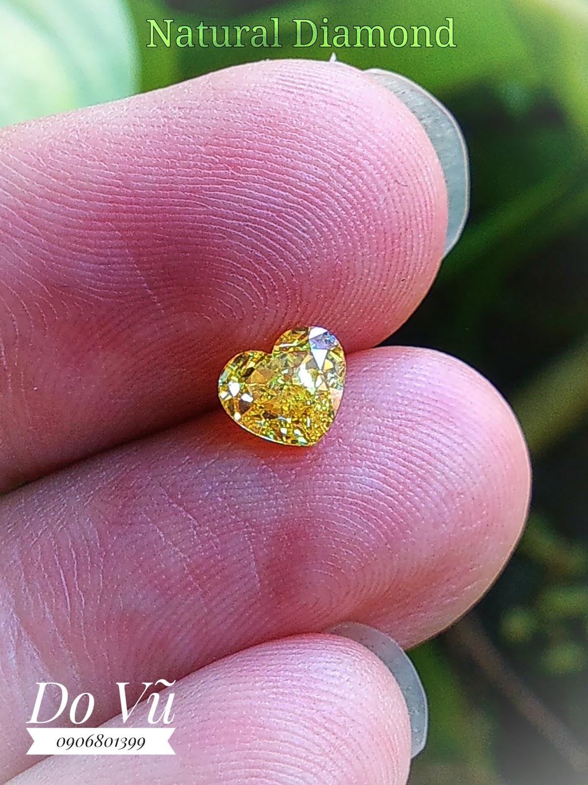 Kim cương thiên nhiên giác trái tim, màu vàng đậm không xử lý kèm chứng nhận quốc tế GIA