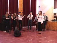 16 A Csali zenekar, Hideghéthy Jenő vezetésével és Csicsay Viktóriávap, a zenekar énekesével.jpg
