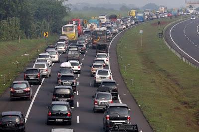 Antisipasi Kemacetan, POLRI Berlakukan Sistem Buka Tutup di Gerbang Tol Cikarang Barat pada Operasi Ketupat 2021