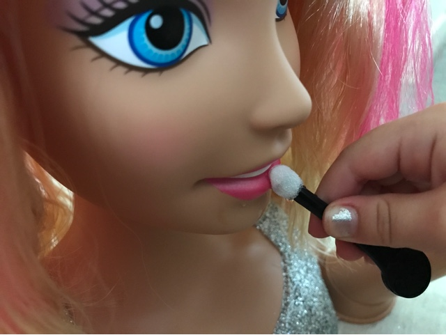 barbie-deluxe-colour-specialist-styling-head-lip-colour