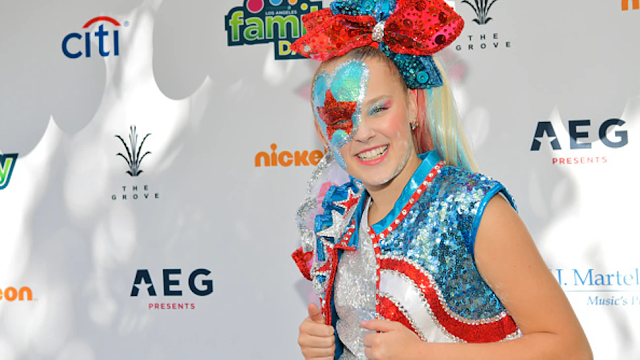 JoJo Siwa Tells Fans: 'You Can Be In Love With Whoever You Want'