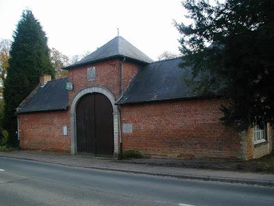 1757: Lubbeek, pastorie van abdij 't Park. Er is nog wel een poort en een stuk ommuring (maar er zijn geen sporen van een omgrachting).