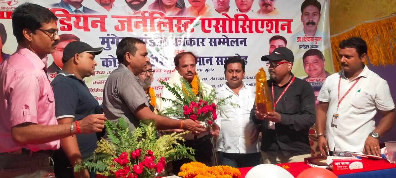 बिहार लोकतंत्र की जननी, पत्रकार उसके रक्षक- प्रणव कुमार , 25 महान विभूतियों को कोरोना अवार्ड से किया गया सम्मानित।