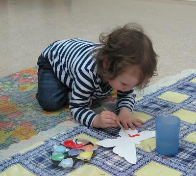 Юля рисует