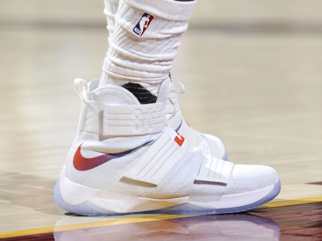 quality design 9fb95 61a98 LBJ Scores 44 Points in New Nike LeBron Soldier 10 HWC PEs ...