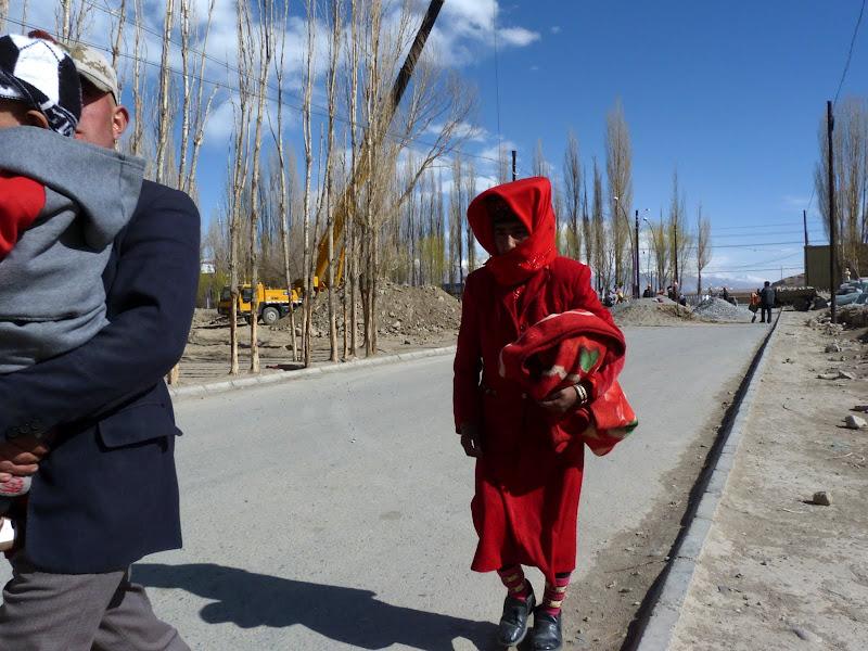 XINJIANG. Karakoram Highway, lune des plus haute route au monde, en passant a 4400 m - P1280599.JPG