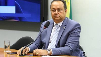 Veto de Bolsonaro ao perdão a dívidas de igrejas será derrubado, diz líder
