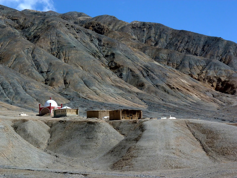 XINJIANG. Karakoram Highway, lune des plus haute route au monde, en passant a 4400 m - P1280554.JPG