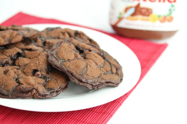 photo of a plate of Nutella Cookie Crisps
