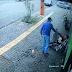 VENDEDOR AMBULANTE DÁ BLUSA PARA MORADOR DE RUA COM FRIO; VÍDEO