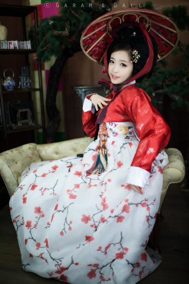 Tomia gợi cảm với trang phục truyền thống Hanbok - Ảnh 4