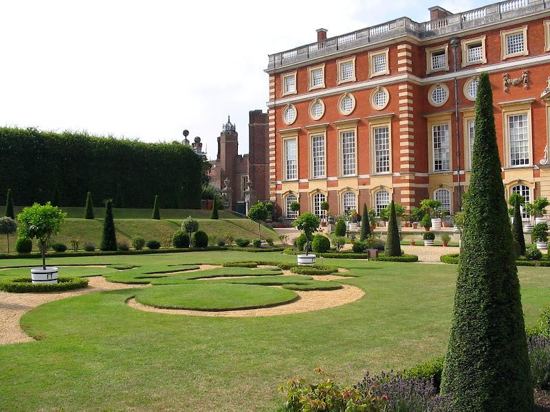 Hampton Court z prawej strony