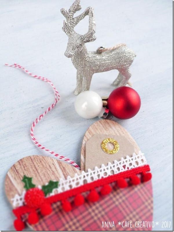 decorazione natalizia in cartone di recupero
