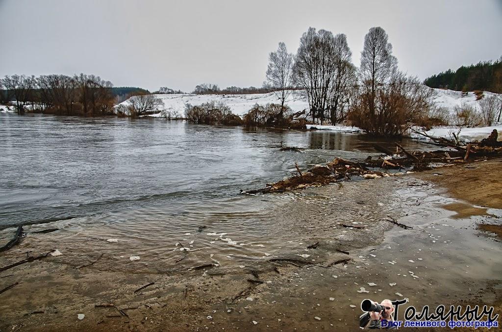 Видимо это самая нижняя точка на Мишневском мосту, здесь вода уже смело заходит на мост