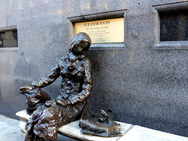 estatua-eleanor-rigby.JPG