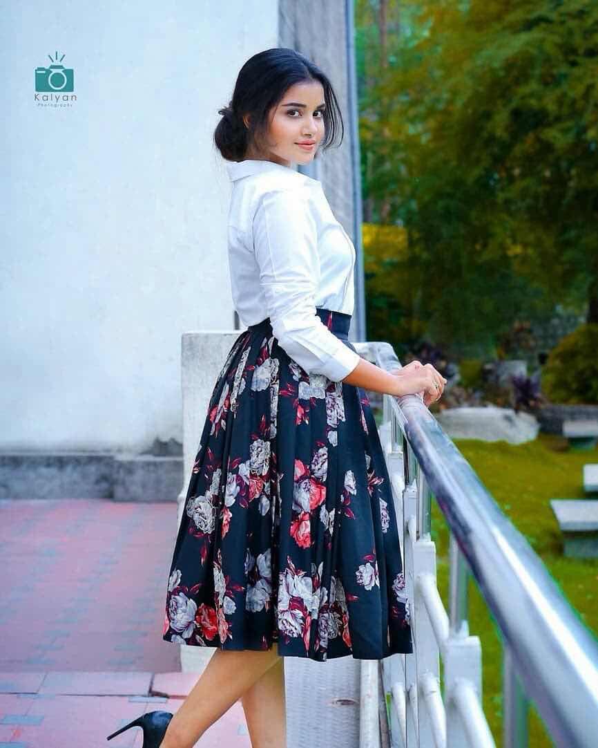 Anupama Parameswaran latest Navel Queens