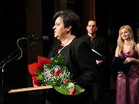 18 Solymos Lívia elmondta, hogy nem neki kéne itt lennie, de nagyon értékelte, hogy elismerték édesanyja tevékenységét.jpg