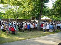 19 Az ünnepi istentiszteleten résztvevő hívek.jpg