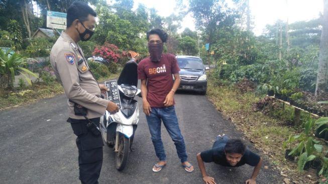 Teriak COVID-19 Tak Ada, Pemuda di Sukabumi Dikejar Satgas