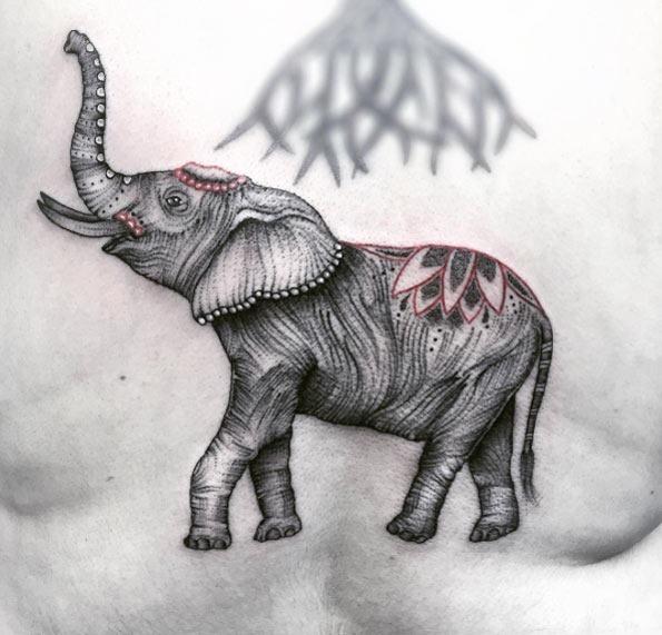 Este gravado elefante tatuagem