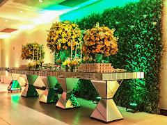 Album (digital) de fotos de Salão da Puc   Gávea. Fotografias digitais da Carla Flores, que faz decoração floral em eventos sociais e corporativos usando as mais lindas flores. Faz bouquet (buquê) de noiva, decoração de casamento, decoração de festas, decoração de 15 anos, arranjos de mesa, decoração de salão de festa, locação de mobiliário, decoração de igreja, arranjos de casamento e decoração dos mais lindos eventos. Atua em Niterói, Rio de Janeiro (RJ).