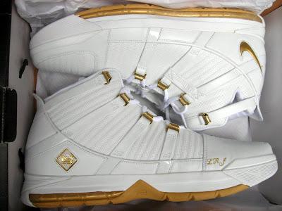 buy online d6117 c7cbc 2005-06 Timeline | NIKE LEBRON - LeBron James Shoes