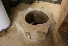 Pozo de agua o aljibe en la parte inferior de La Casa del Marques