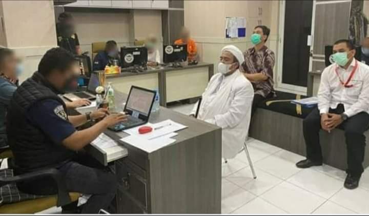 Habib Rizieq Akhirnya Datangi Markas Polda Metro Jaya