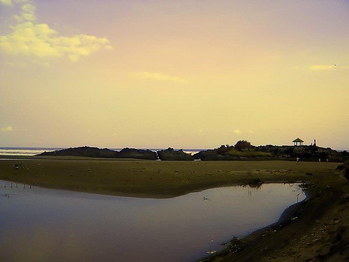 Lokais : Pantai Karangpanje. Pantai ini terletak di Kecamatan Cibalong sekitar 6 Km dari Alun-alun Pameungpeuk. Pantai ini cukup indah dengan karang yang membentuk pulau mengesankan layaknya bali. Tidak terlalu ramai pengunjung namun pantai in menjadi alternatif lain apabila musim liburan.