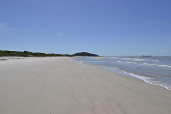 Praia de Iatinga - Alcantara, Maranhao, foto: manguebrasilturismo.blogspot.com