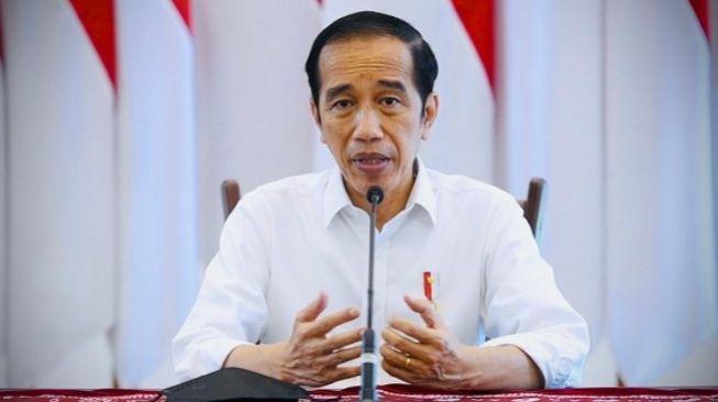 Desakan Jokowi Mundur Trending di Twitter: Mundur Lebih Bermartabat Daripada Diturunkan