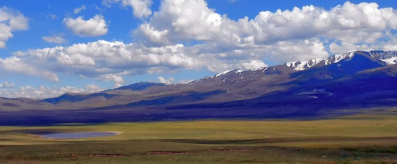 Kleiner Teich auf der Hochebene des Solton-Sary-Tals, Kirgistan