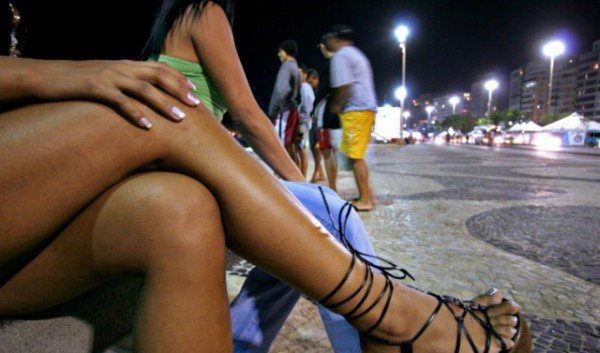 MUST SEE : 15 Signs That Shows You Are Dating A Retired Prostitute ( Runs Girl )