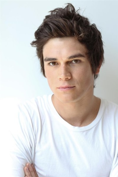 KJ-Apa-Lands-Archie-Role-in-CW-Pilot-160225-06