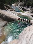 La vasque suspendue au milieu du canyon. Vue du saut de 5m.