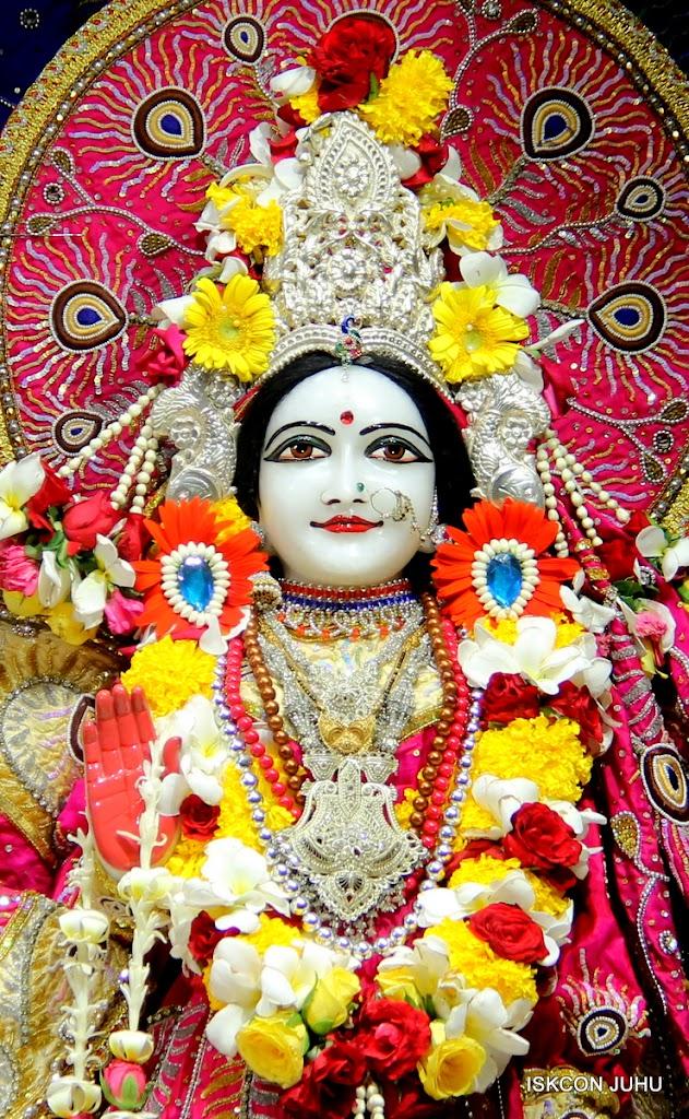 ISKCON Juhu Sringar Deity Darshan on 27th April 2016 (26)