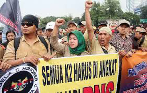 Lapor Pak Jokowi! Jumlah Guru PNS Masih Kurang, Gimana Nih?