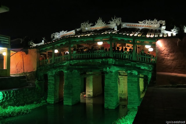 One of Vietnam's most iconic attractions, Hoi An's Japanese covered bridge which dates back to the 18th century. Lit at night, it is a beautiful historical piece of Japanese architecture.