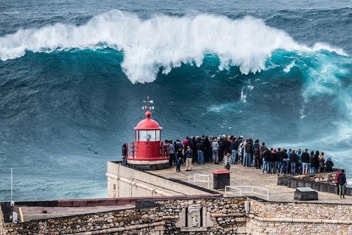 Nazare-big-onde-9