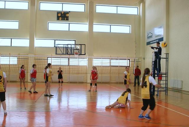 Zawody siatkarskie dziewczat 1 marca 2011 - DSC09382_1.JPG