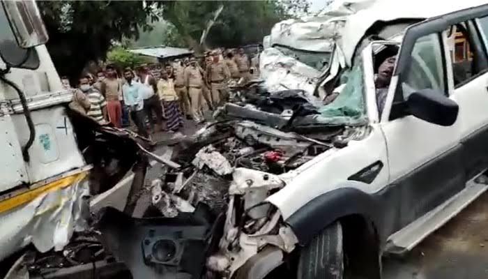 प्रतापगढ़ सड़क हादसा: कंटेनर और स्कॉर्पियो में भीषण टक्कर, 9 की मौत, CM योगी ने जताया शोक