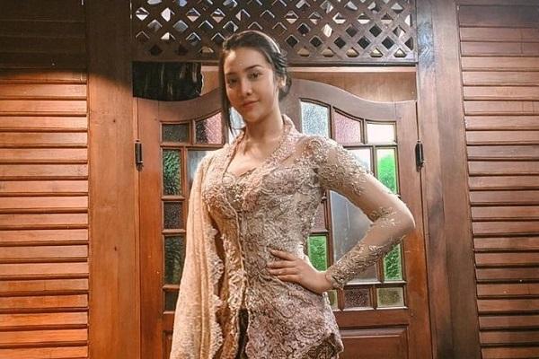 Model Kebaya: Baju Elegan Menawan dan Gaya Kekinian