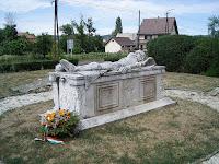 Szondi György síremléke Drégelypalánkon (Fotó goliatka.hu).jpg