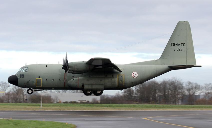 طائرة عسكرية ثانية تحط بتونس قادمة من روما