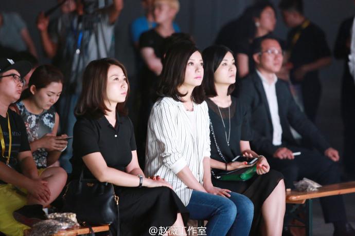 2016.06.18_Triệu Vy tham gia họp báo quyên góp từ thiện
