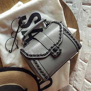 hallo sahabat setia yang sedang mencari toko online  Tas Selempang Wanita Elegan Sling Bags