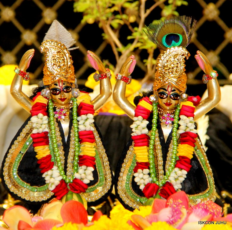 ISKCON Juhu Sringar Deity Darshan 09 April 2016 (40)