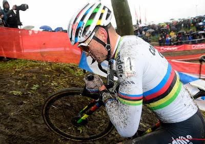 """Geëmotioneerde Van der Poel na een erg moeilijke week: """"Het was erg lastig, maar ik ben blijven vechten"""""""