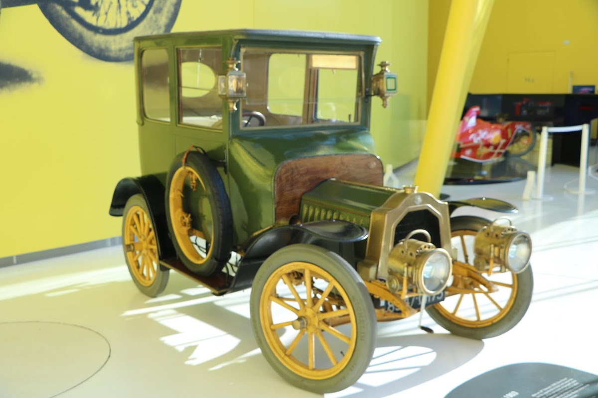 Modena - Enzo Museum 0001 - 1903 De Dion-Bouton.jpg